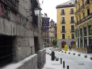Calle de Cuchilleros in Madrid Spain